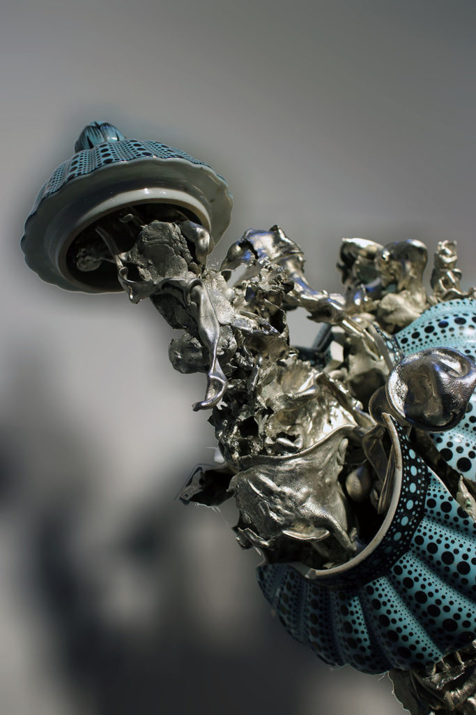 Unit London Gallery..>Peter Gronquist's practice incorporates painting, sculpture and installation, utilising mediums such as aluminum, ceramic, mirrors and the environment itself.