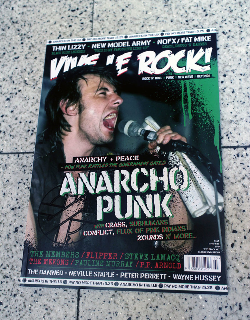 """IN """"Camden News"""" store to see """"vive le rock"""" magazine"""